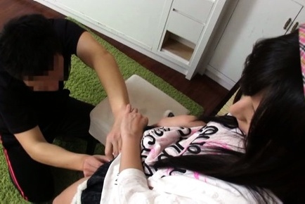 Japanese av model. Japanese AV Model spreads legs under short